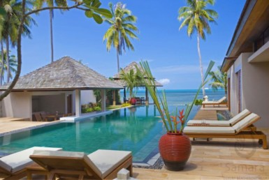 5 bedrooms villa beachside