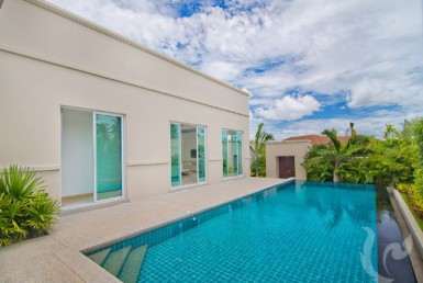 14030 - 3 bdr Villa for rent in Pattaya - Lake Mabprachan