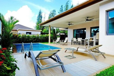 Holiday villas near Bangtao Beach