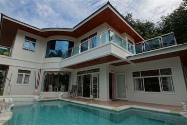 Villa in quiet environment of Kata