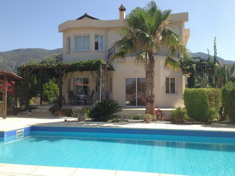 Lovely property surrounded by Old Olive Trees