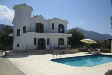 Lovely villa situated in Olive groves