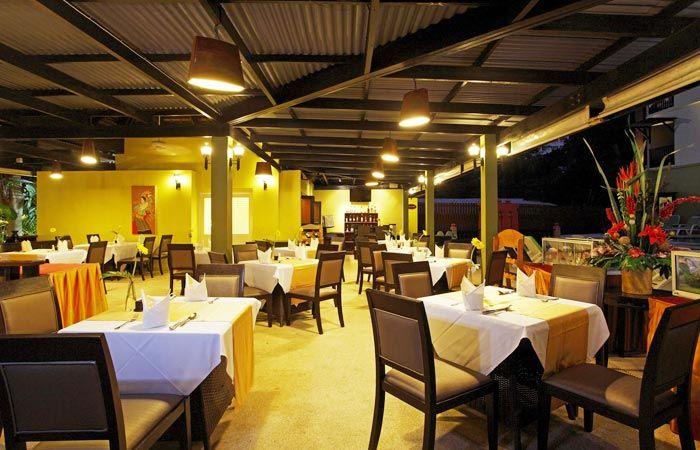 Phuket : Karon Beach hotel for sale