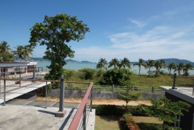 Phuket : Chalong beach front resort for rent