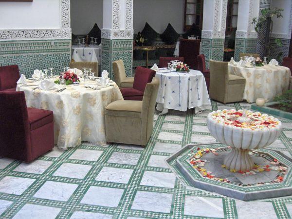 Hotel vendre f s batha maroc un toit dans le monde for Hotel dans le monde