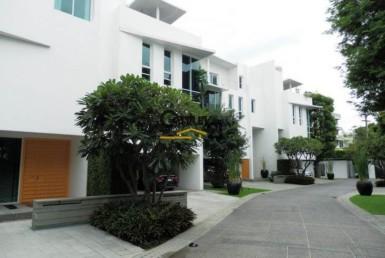 Bangkok Sathorn - Awesome and renovated 3 floors house for rent [HBKR1402FR]